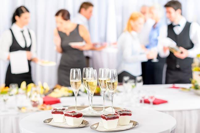 planejar decoração e alimentos do buffet