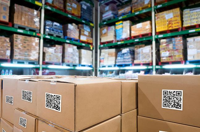 caixas em armazém usando indústria logística inteligente