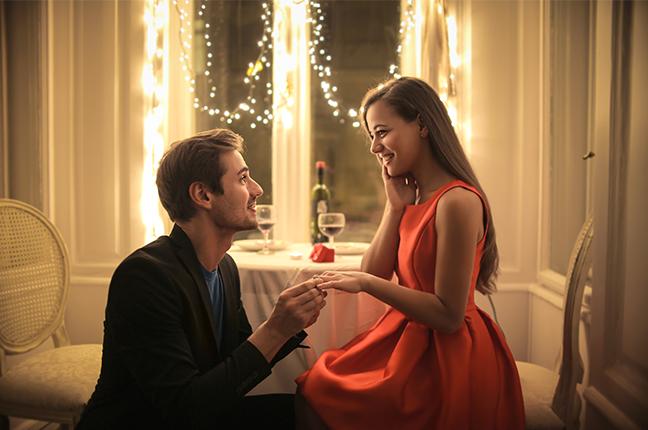 mesa posta para noivado